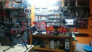 fotografia de una zona del taller de flyequant