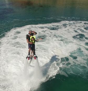 Aquamaster – Volando encima del mar